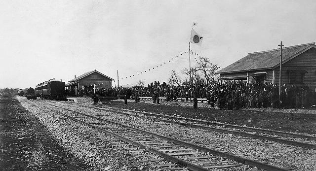 鉄道開通、一番列車帯広停車場に着く(明治38年10月20日)